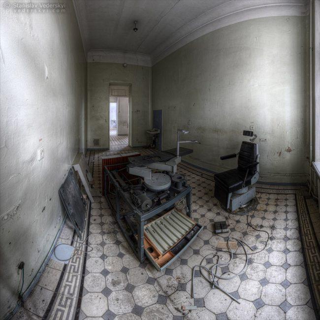 Abandoned clinic in Kyiv, Ukraine. Multirow panorama. Заброшенная больница в Киеве. Многорядная панорама.