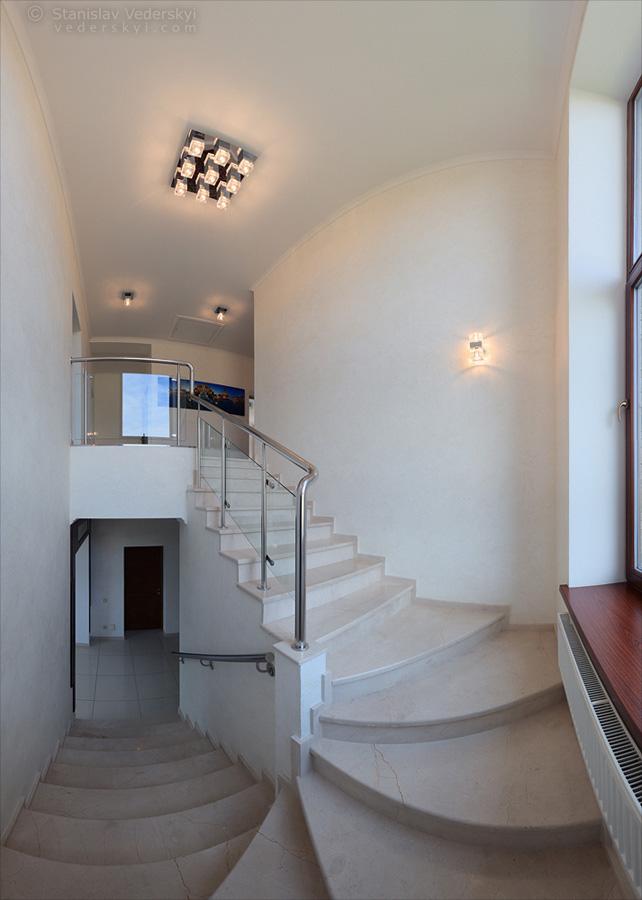 Multirow panorama of house interior in Kyiv, Ukraine. Многорядная панорама интерьера дома в Киеве.